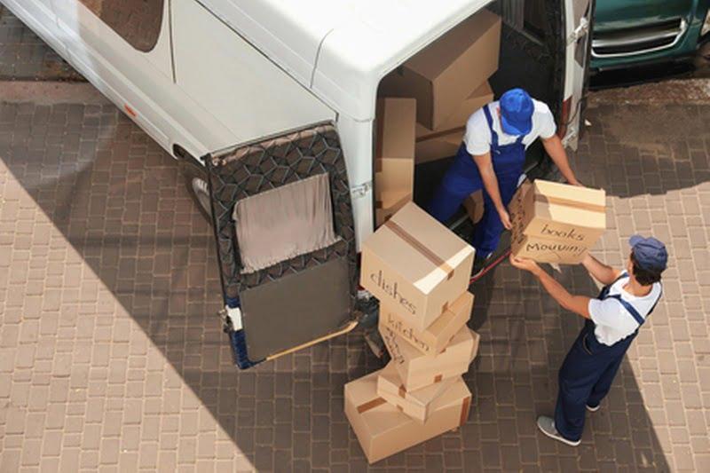 Déchargement camion déménagement